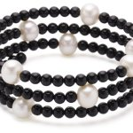 Valero Pearls Fashion Collection Damen-Armband elastisch Hochwertige Süßwasser-Zuchtperlen in ca.  8 mm Rund weiß    Onyx 50 cm   60200802 B002OL2JXE